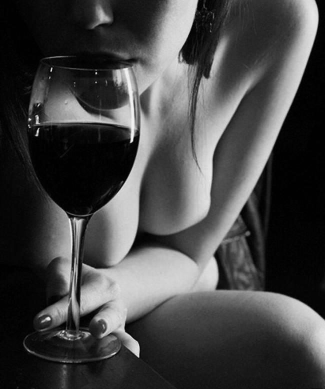 Um copo de vinho vaguear perdido sozinho no meu porto pela ribeira
